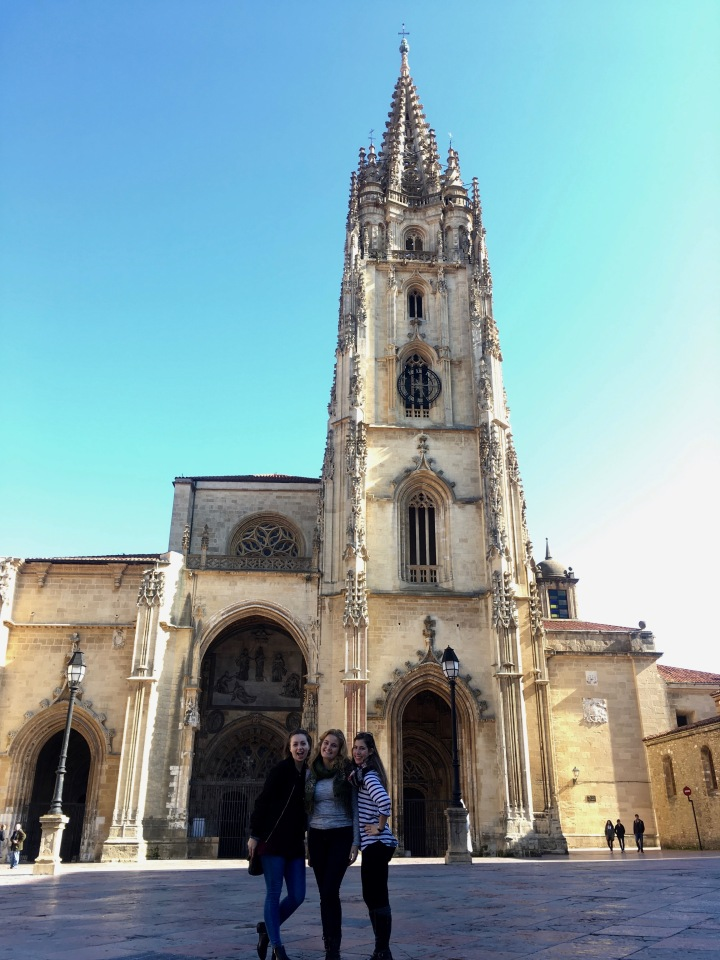 A Day in Oviedo | Asturias Trip